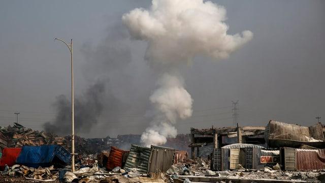 Novas explosiuns laschan stremblir l'areal dal port da Tianjin.