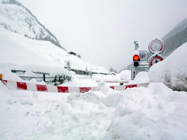 Weder per Bahn noch mit dem Auto ist Zermatt erreichbar. Wer gehen will, braucht gutes Schuhwerk.