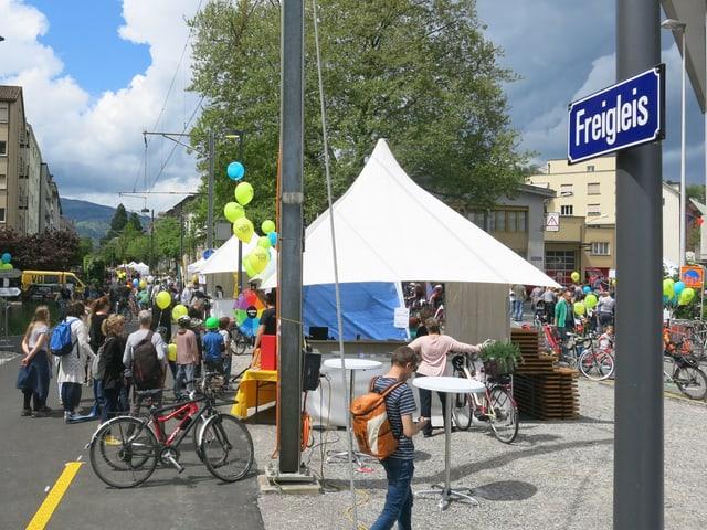 Stände, Ballone, Festlaune: das Velo-Fest zog viel Publikum an.