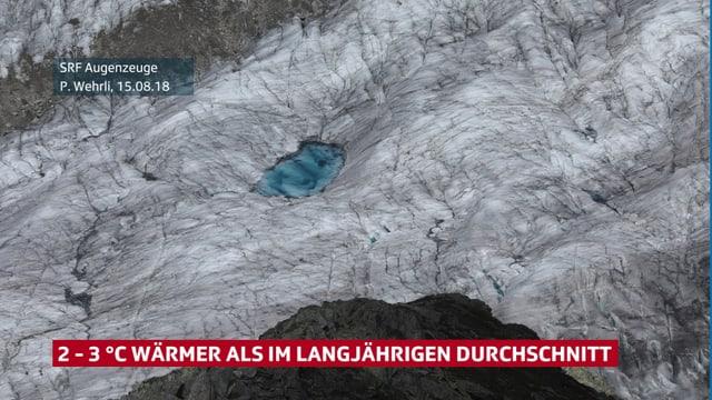 Luftbild auf einen Gletscher, der einen blauen Gletschersee hat.