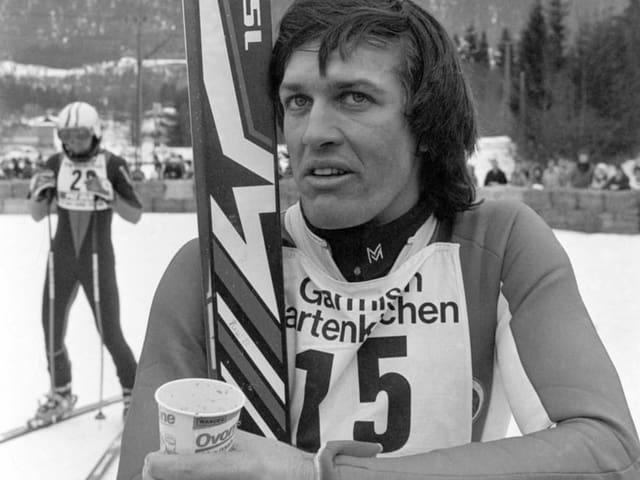 Bernhard Russi trinkt 1978 eine Ovomaltine.
