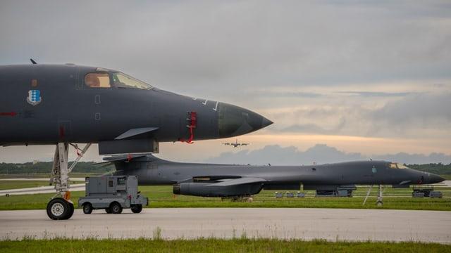 Zwei US-Bomber auf der Insel Guam