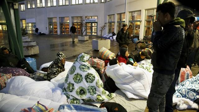 Flüchtlinge vor dem Migrationsamt in Malmö