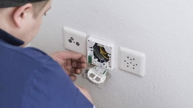 in installatur vid bischlas d'electricitad