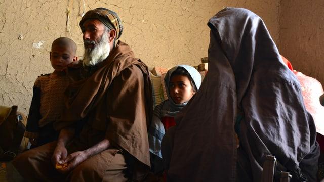 Shekiba und Agha Mohammed sind zwei der vielen tausend intern Vertriebenen in Afghanistan.