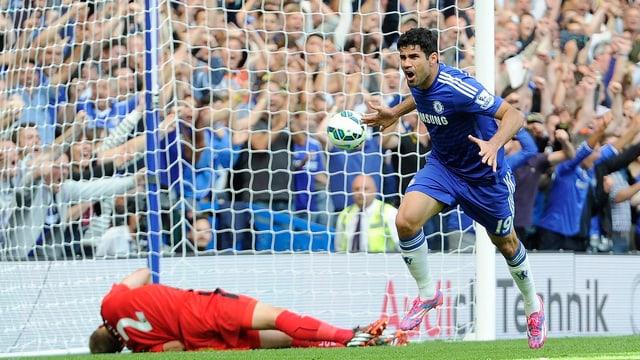 Diego Costa setzt nach seinem Führungstreffer gegen Leicester zum Jubeln an.