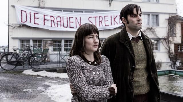 Nora (Marie Leuenberger) und ihr Mann Hans (Max Simonischek).