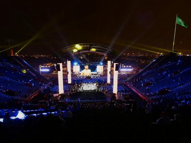 Vor Kurzem wurde hier noch der WM-Kampf im Boxen ausgetragen, nun macht der Tennis-Tross in der Arena Halt.