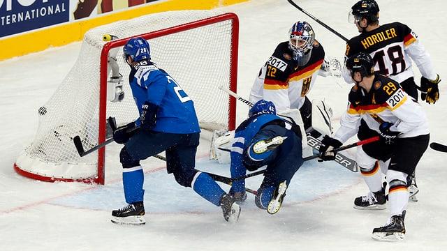 Jarkko Immonen trifft gegen Deutschland zum 2:0.