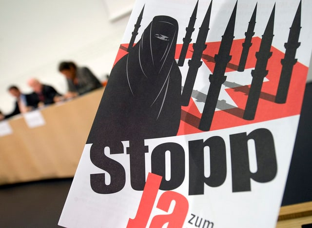 Plakat der SVP zur Minarett-Initiative.