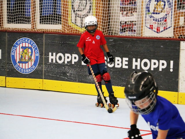 Aynoah am Rollhockey spiele