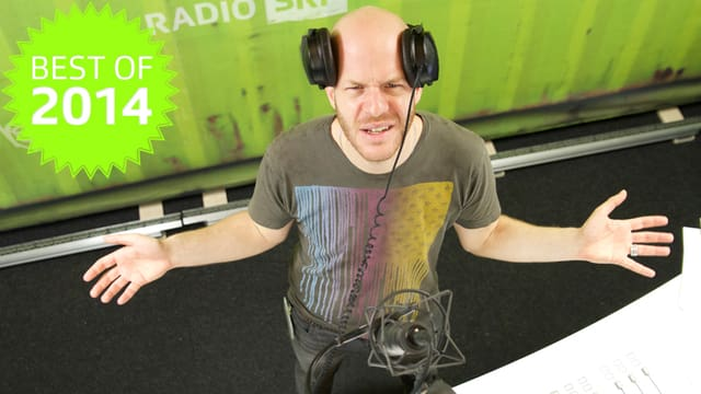 Moderator Mäse Juen im Radiostudio