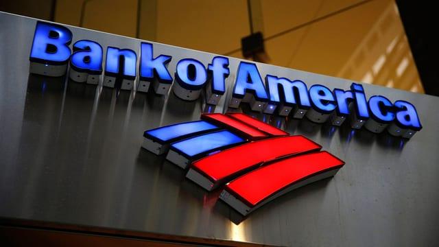 Logo der Bank of America an einem Bankgebäude