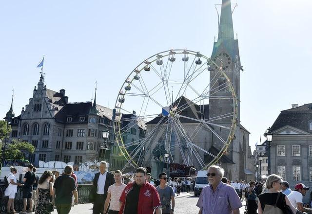 La roda gronda avant il «Fraumünster» a Turitg.
