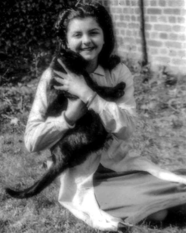 Porträt von der jungen Madeleine Riffaud.