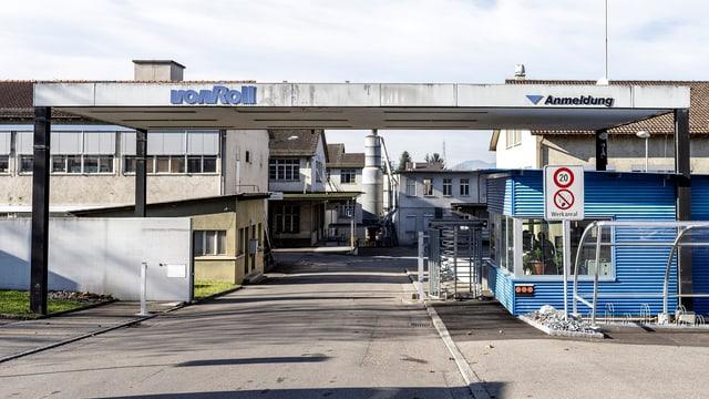 Eingang zum Fabrikareal Von Roll in Breitenbach