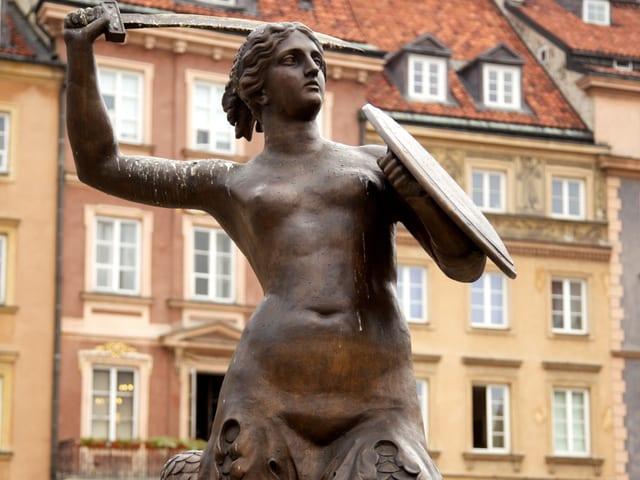 Blick auf eine Skulptur, eine Frau mit Fischschwanz.