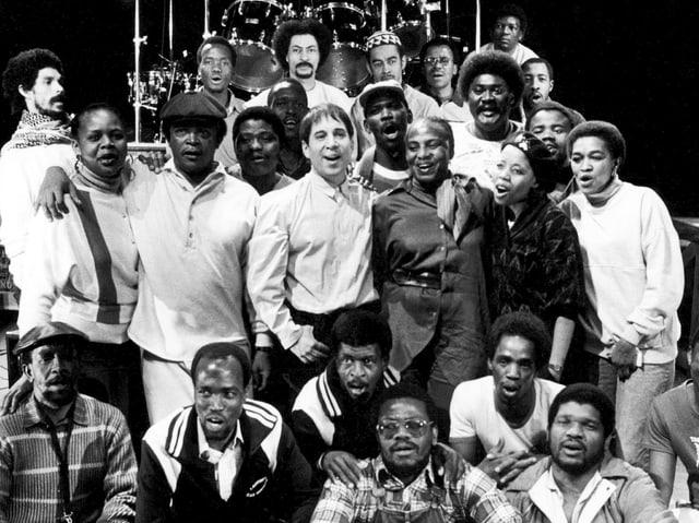 Paul Simon (M.) 1987 auf «Graceland»-Tournee mit dem Chor «Ladysmith Black Mambazo».