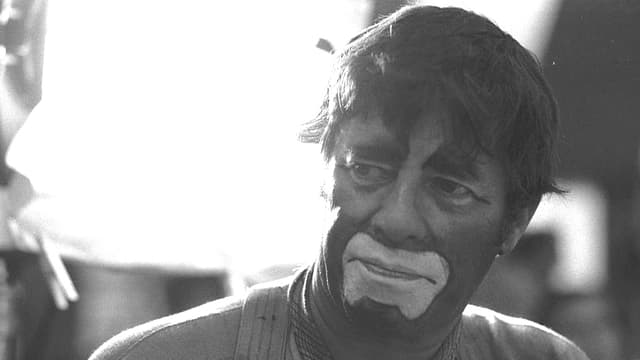 Schwarz-weiss Porträt Jerry Lewis mit weiss geschminktem Clownsmund
