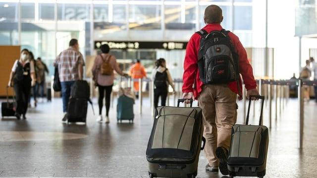 Passagiere am Flughafen.