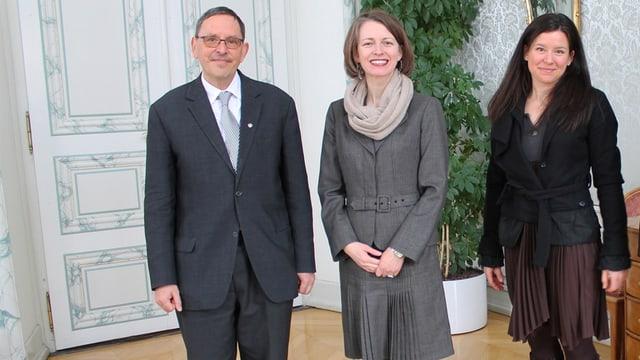 Martin Jäger stat sper l'ambassadura canadaisa ed a dretg è la delegada da l'economia dal Canada.