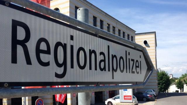 Wegweister mit Aufschrift Regionalpolizei