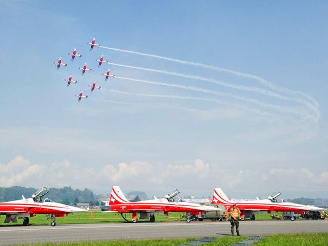 Neun Northrop F-5E Tiger-Jets der legendären «Patrouille Suisse».
