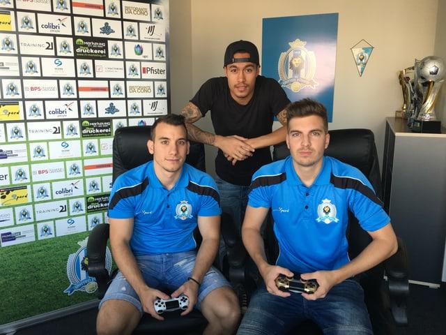 Die zwei Spieler Bruno «Brunisco» Bardelas und Sven «HumGun» Humbel