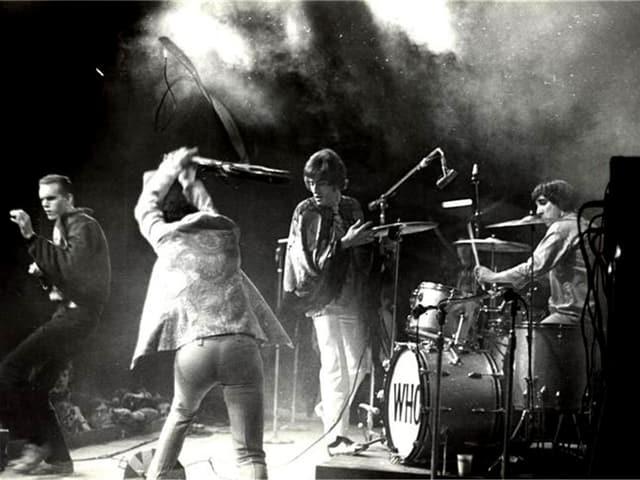 The Who zerstörten am Ende von My Generation gar ihr Equipment - und was davor geschah, zeugte nicht minder von Explosivität, Wut und Unbeugsamkeit.