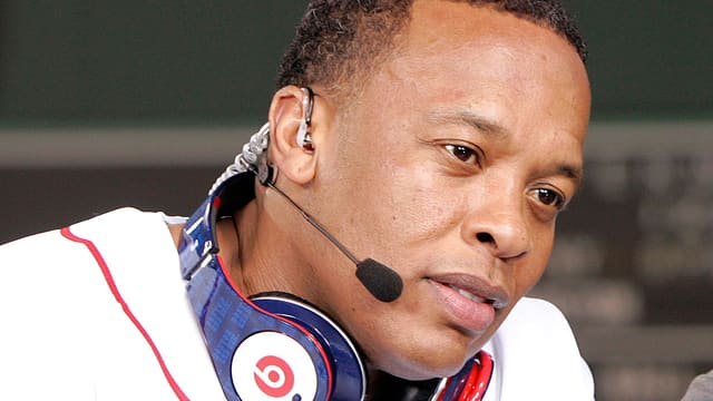 Dr. Dre mit Kopfhörer