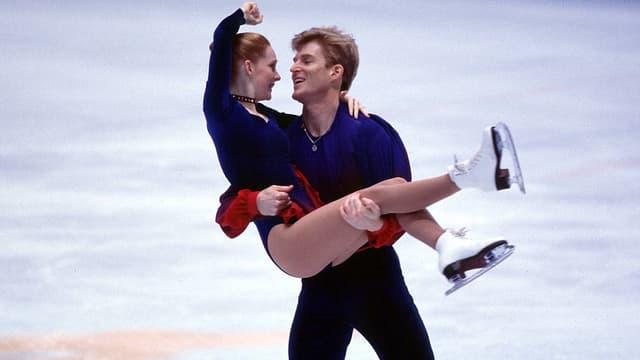 Igor Martschenko und Jewgenia Filonenko bei einer Hebefigur.