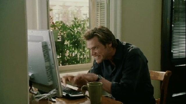 Mann an Computer