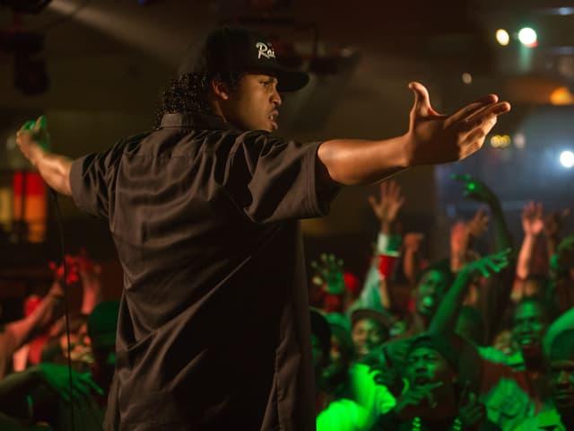 O'Shea Jackson Jr., der in «Straight Outta Compton» seinen Vater Ice Cube spielt, bringt die Zuschauer zum Toben.