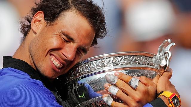El e la trofea.