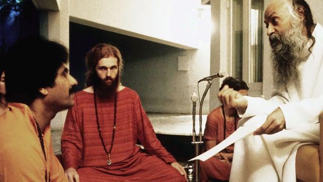 Video «Guru Bhagwan, his secretary & his bodyguard» abspielen