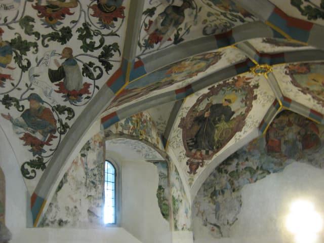 Bogengewölbe mit Malerei