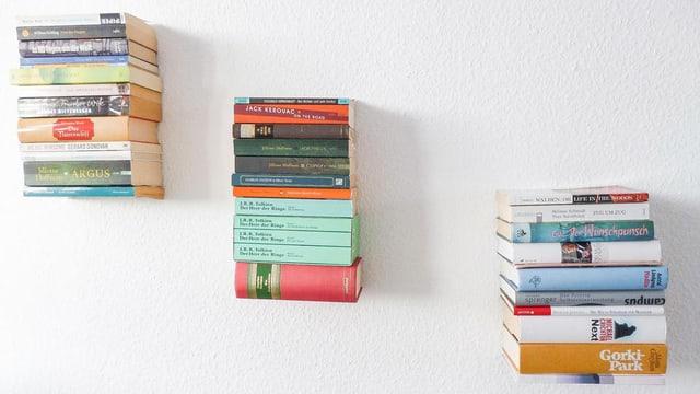 Regal aus Büchern