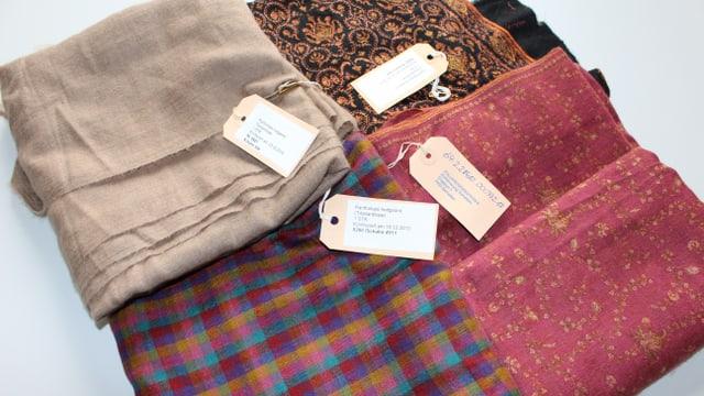 Schals confiscads or da la launa da las antilopas tibetanas (Shahtoosh).