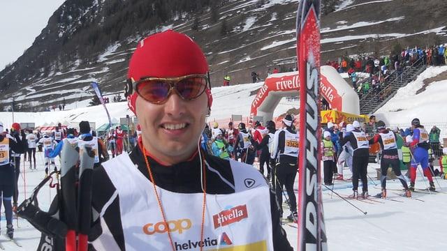 Anderas Wieland cun skis da passlung avant la partenza.