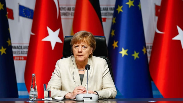 Merkel mit Mikrofon