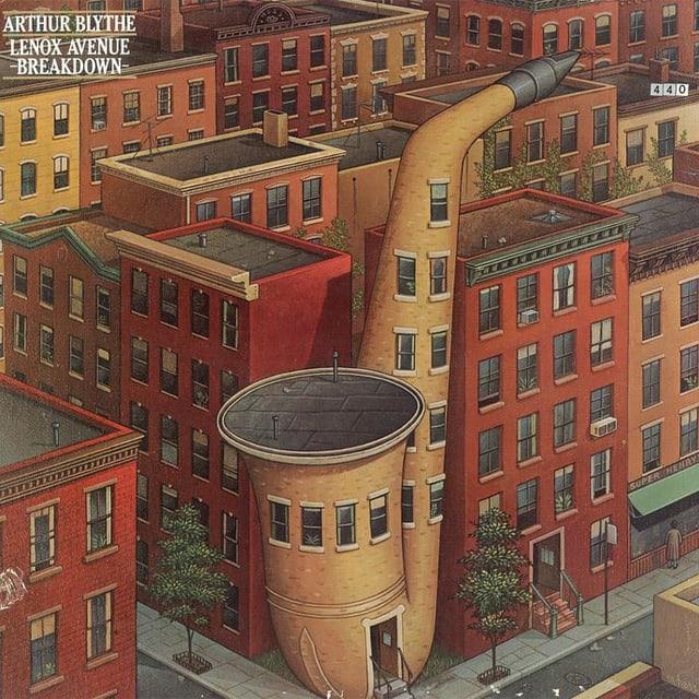 Rote Backsteinhäuser, eines in Form eines Saxophons