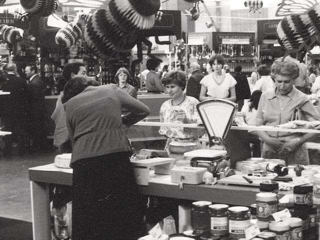 So sah ein Verkaufsstand mit Esswaren im ersten Luga-Jahr 1908 aus.