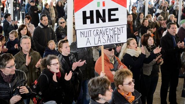 Demonstration gegen die Spitalpläne der Regierung in La Chaux-de-Fonds