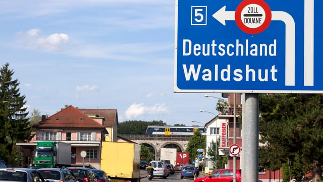 Ein Schild mit dem Hinweis auf die Grenze Koblenz-Waldshut