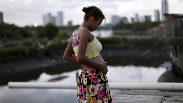 Schwangere Frau in Rio