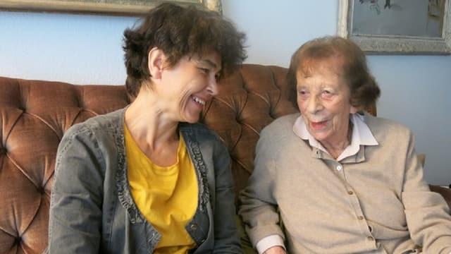 Odette Brunschvig rechts mit Historikerin und Buchautorin Hannah Einhaus.