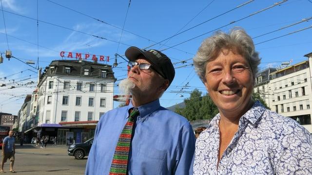 Barbara Schwickert (Grüne) und Bruno Moser (parteifrei) auf dem Zentralplatz.