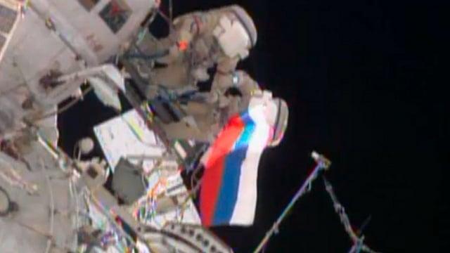 Russische Fahne an der ISS.