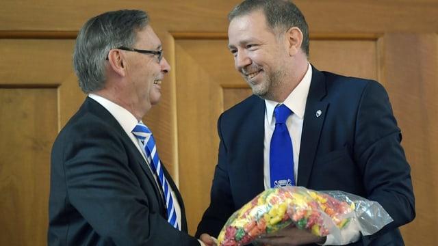 Heinz Schatt (SVP) und Martin Bürki (FDP) der neue und der scheidende Ratspräsident des Zürcher Gemeinderates