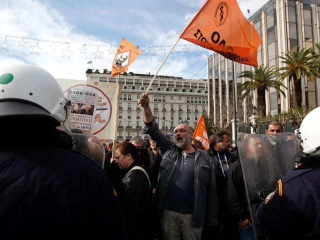 Demonstranten gehen in Griechenland auf die Strasse.